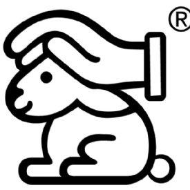 Hase mit schützender Hand © Deutscher Tierschutzbund