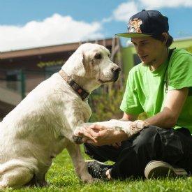 Dominik Galler mit Hund © Sonja Widerström